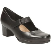 Clarks  Rosalyn Wren Extra Wide Womens Casual Shoes  women's Court Shoes in Black