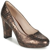 Clarks  Kendra Sienna  women's Court Shoes in Gold