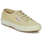 Superga  2750 CLASSIC  men's Shoes (Trainers) in Beige