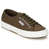 Superga  2750 COTU CLASSIC  men's Shoes (Trainers) in Green