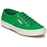 Superga  2750 CLASSIC  women's Shoes (Trainers) in Green