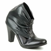Now  CAJAMAR  women's Low Ankle Boots in Black