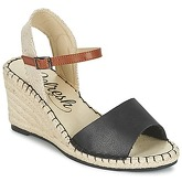 Refresh  CALARE  women's Sandals in Black