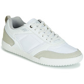 Umbro  GARWAY  men's Shoes (Trainers) in White